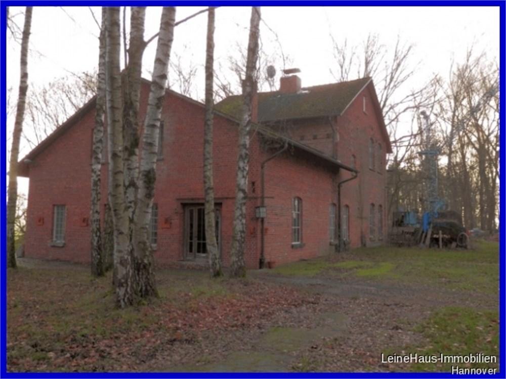 Stilvoll ausgestattetes Haus mit Charakter Grundstück